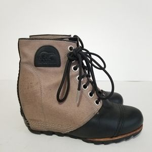 Sorel size 7 wedge lace up boots